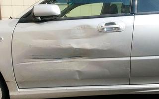 Ce faci când îţi găseşti maşina zgâriată în parcare? Soluţia pe care a aplicat-o un rus e genială!