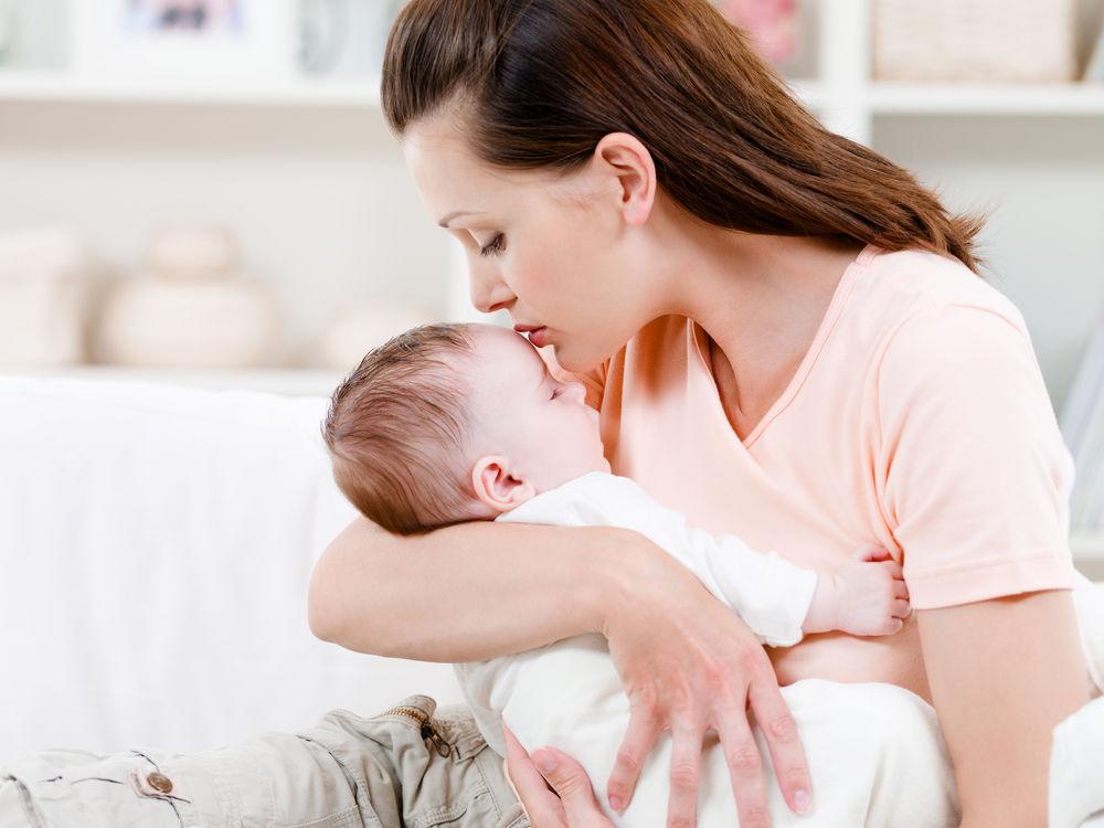 De ce ar trebui să dormi în aceeași cameră cu bebelușul tău