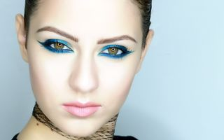 Cat Eyes Make-up în nuanţe de albastru
