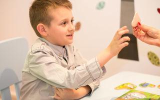 """Terapie gratuită pentru copiii cu autism prin Programul Help Autism """"Părinte pentru Părinte"""""""