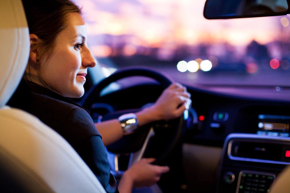 Ce să faci ca geamurile mașinii să nu se mai aburească. Un truc genial!