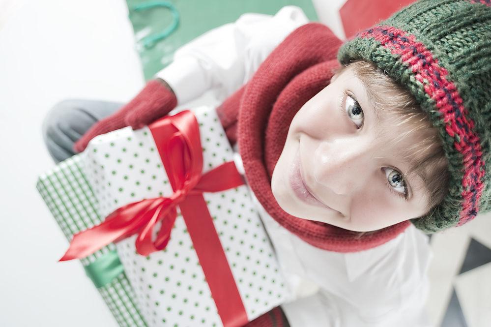 Video. Cum să împachetezi perfect un cadou în cinci minute