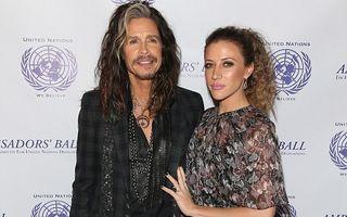 Steven Tyler s-a logodit cu iubita mai tânără decât fata lui?