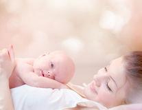Totul despre alăptarea la sânii cu silicoane