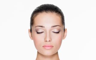 8 trucuri pentru o piele strălucitoare în mod natural