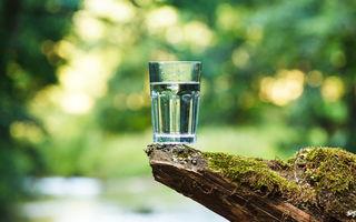 Apă minerală sau plată: care este cea mai sănătoasă