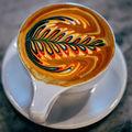 Arta desenelor în cappuccino, dusă la un alt nivel. Incredibil cum arată în culorile curcubeului!