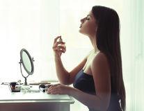 5 greșeli pe care le faci când folosești parfumul