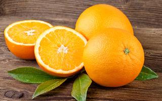 VIDEO: Cum să cureţi o portocală în 30 de secunde. O metodă genială!