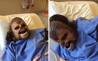 Cel mai tare viral: Cu masca Chewbacca pe faţă în timpul travaliului - VIDEO