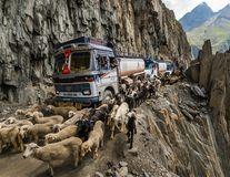 Cele mai periculoase drumuri din lume: Şoferii au viaţă grea - FOTO