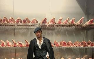 Cel mai sexy bucătar: Cum pune un turc sare pe carne - VIDEO