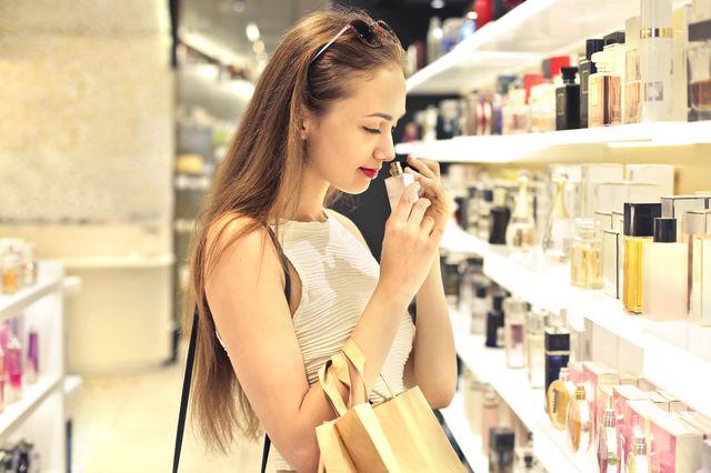 Cum să testezi corect parfumurile. O metodă genială