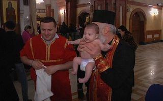 Cum botează copiii un Patriarh: Ritualul său a provocat critici - VIDEO