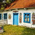 Satul din Polonia cu cele mai frumoase case. Toate sunt pictate cu motive florale
