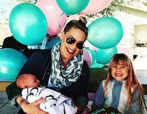 Pink, o femeie normală: Nu se ruşinează că n-a slăbit după naştere