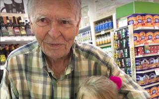 A rămas văduv la 82 de ani şi îşi dorea să moară. Dar o fetiţă de 4 ani i-a schimbat viaţa