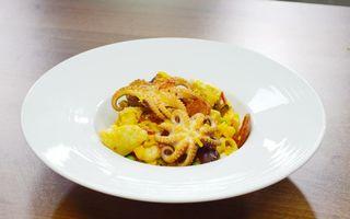 Chef Paul Siserman vă recomandă Paella cu caracatiță, pui și chorizo