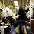 Show la metrou: Cele mai ciudate lucruri pe care le fac oamenii în subteran - FOTO