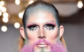 Când moda o ia razna. Ținutele de la London Fashion Week pe care nimeni nu le înțelege