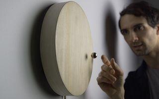 O invenţie uimitoare: Cât costă şi cum funcţionează ceasul cu levitaţie - VIDEO