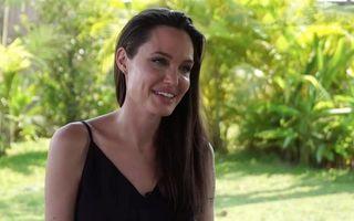 Ce-o spune Brad Pitt? Angelina Jolie a gătit păianjeni pentru copiii ei - VIDEO