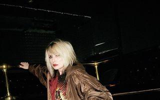 O femeie incredibilă: Solista trupei Blondie arată fantastic la 71 de ani