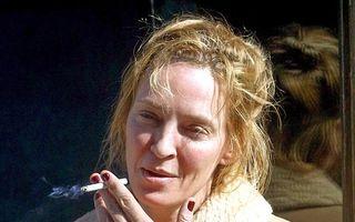 Uma Thurman, fără machiaj şi cu ţigara în mână: Vedeta e de nerecunoscut!