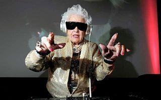 30 de bunicuțe care sunt mai cool decât tine. Râzi în hohote!