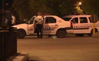 Video. De câţi poliţişti români este nevoie pentru a scoate un infractor din maşină?