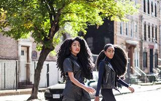 Reginele părului natural: Gemenele după care toţi întorc capul pe stradă