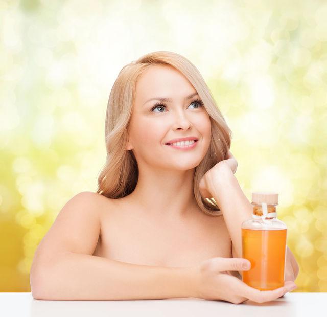 De ce să folosești uleiul din sâmburi de struguri pentru ten. 5 beneficii