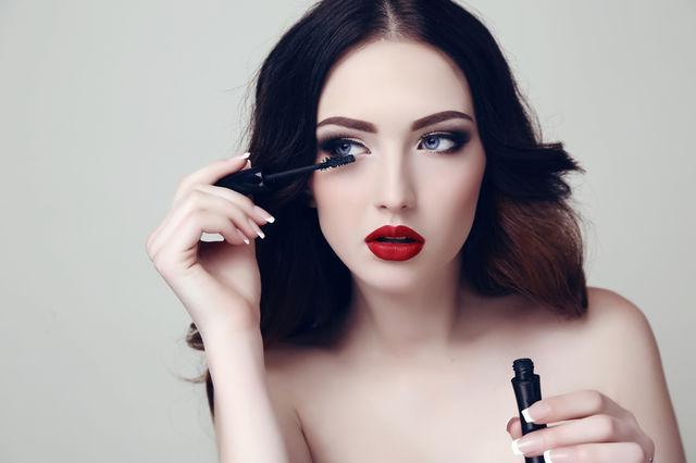 5 greșeli de înfrumusețare care te fac să pari falsă
