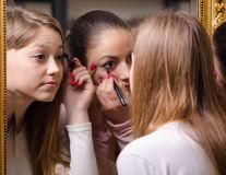 Motivele pentru care nu ar trebui să folosești produsele cosmetice ale altor persoane