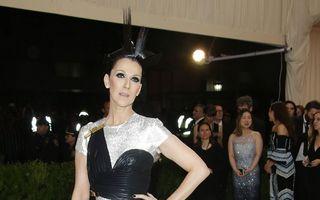 Sfârşit de doliu: Celine Dion a purtat o rochie îndrăzneaţă