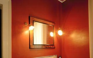 5 modalități prin care poți lumina o baie întunecată