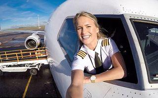 Maria, suedeza superbă care pilotează avioane şi cucereşte lumea cu Yoga