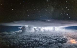 Dincolo de nori e lumea lui! Un pilot face fotografii spectaculoase din avion
