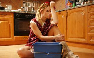 Femeile sunt mai tentate să-și înșele partenerii dacă aceştia nu le ajută la treburile casnice