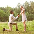 De ce îngenunchează bărbatul în fața femeii