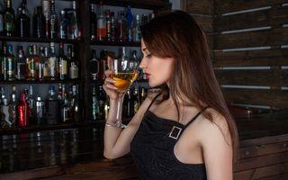Studiu: Un singur pahar de alcool pe zi crește riscul de cancer de sân