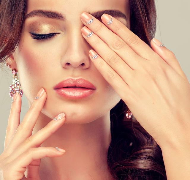 7 trucuri de îngrijire ale femeilor cu mâini frumoase