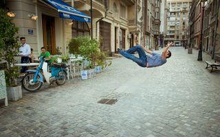 Distracție în București: Și-a pozat prietenul făcând sărituri și a surprins reacția trecătorilor