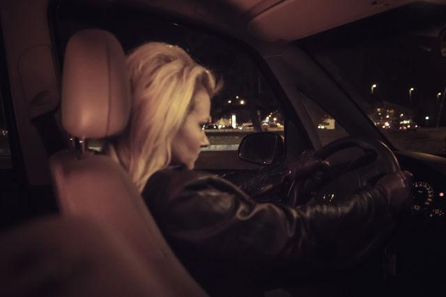 Femeie agresivă la volan