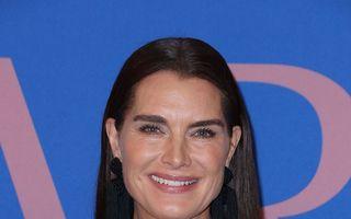 """Brooke Shields, în rochie cu pantaloni: Vedeta din """"Laguna Albastră"""" arată splendid la 52 de ani"""