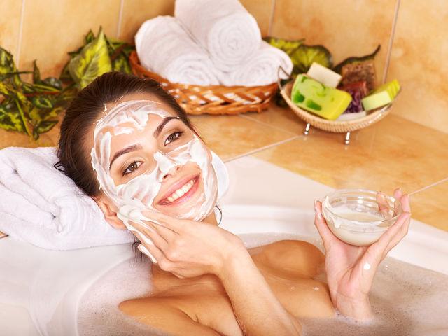 5 tratamente cosmetice pe care nu ar trebui să le încerci acasă
