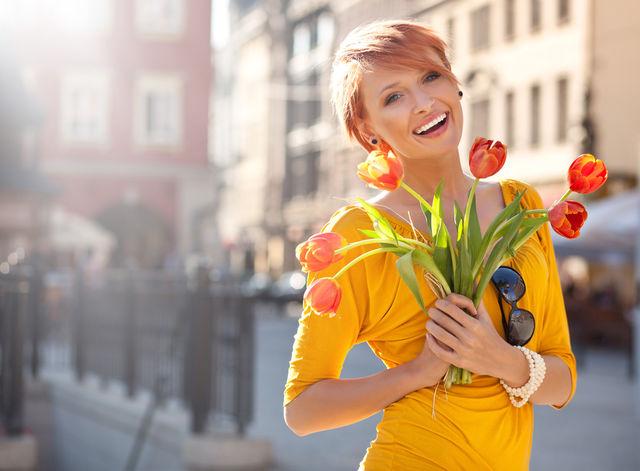 Fată cu flori