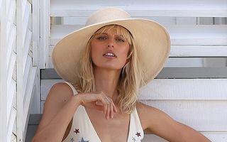 Blonda de pe plajă: Karolina Kurkova, cea mai zveltă siluetă