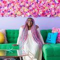 Cum arată apartamentul curcubeu cu care o femeie face senzaţie pe Instagram