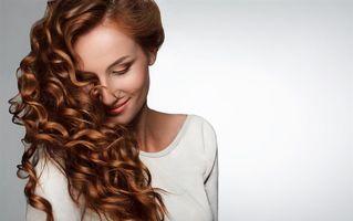 7 produse care îți fac imediat părul mai sănătos și mai strălucitor
